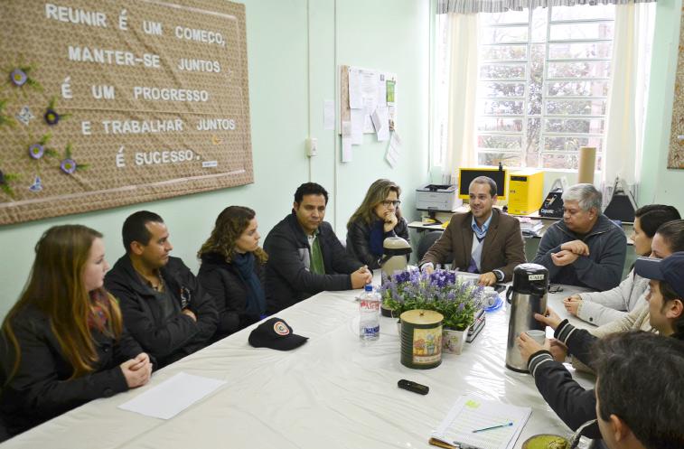 Tão importante quanto começar uma reunião é planejá-la. Reunião em uma escola de Frederico Westphalen - RS.