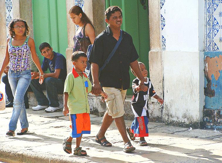 Outra característica importante na determinação do aprendizado dos jovens é a escolaridade dos pais.